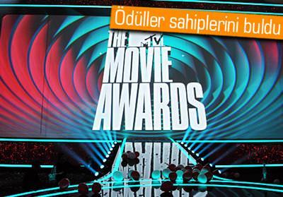 MTV ÖDÜLLERİ'NİN GALİBİ AÇLIK OYUNLARI