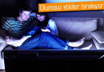 GECE YARISI TV İZLEMEK VE PC KULLANMAK, DEPRESYON RİSKİNİ ARTIRIYOR