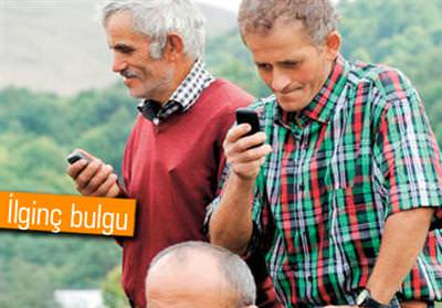 AKILLI TELEFONLAR YAŞLILARIN ZİHNİNİ GENÇLEŞTİRİYOR