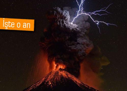 Meksika'daki volkanın yıldırımlarla olan şovu