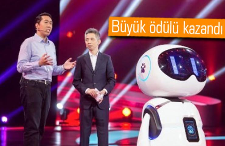 YAPAY ZEKALI ROBOT TV YARIŞMASINA KATILDI, İNSANLARI YENDİ!